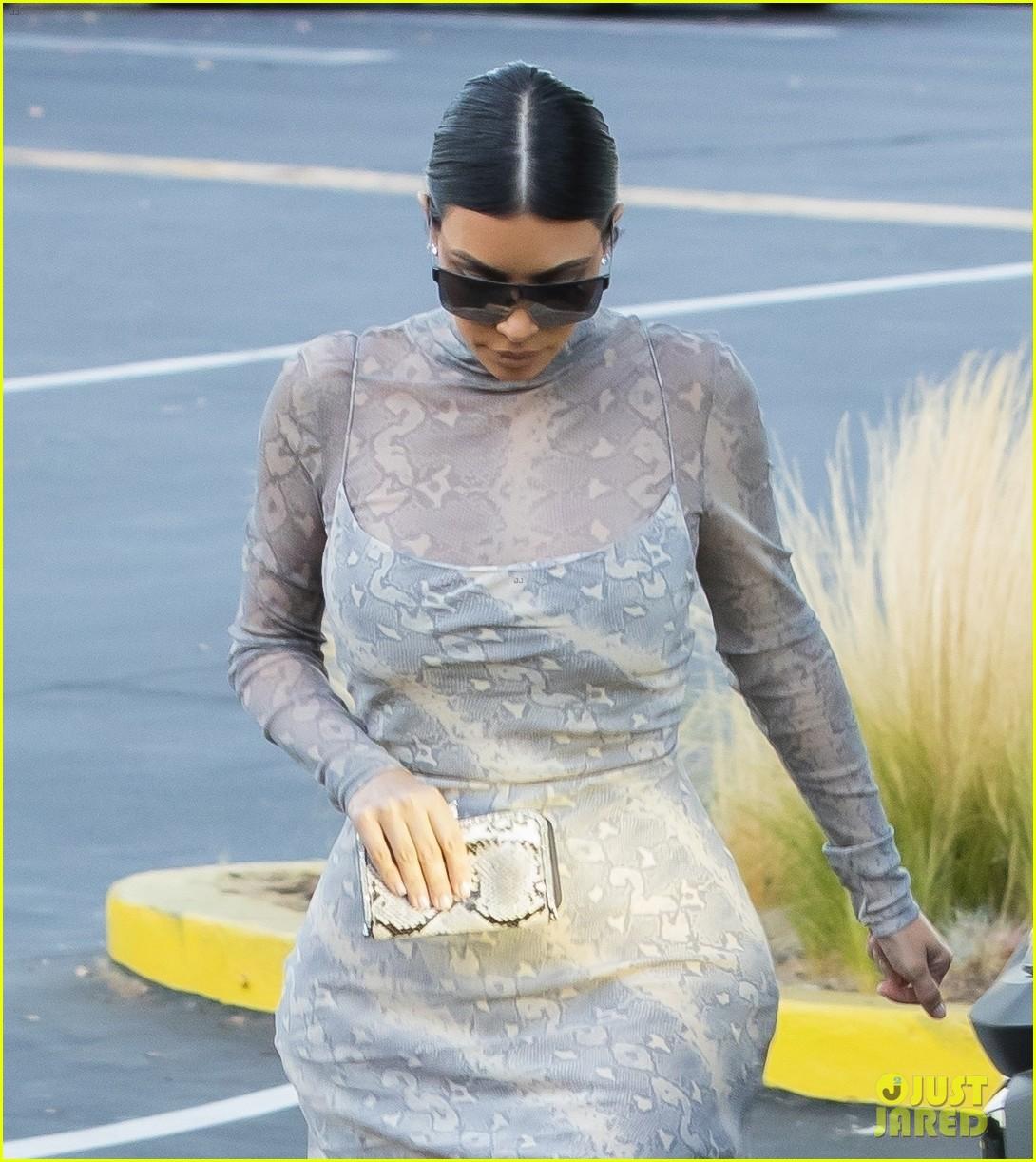 kim kardashian kanye west out for dinner 024331667