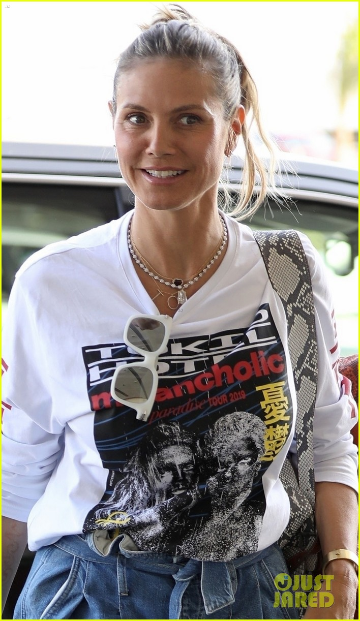 Heidi Klum Steps Out In Husband Tom Kaulitz S Tokio Hotel Band T