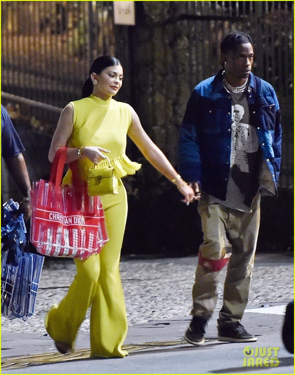 kylie jenner travis scott dinner out portofino kris sofia scott 034335192