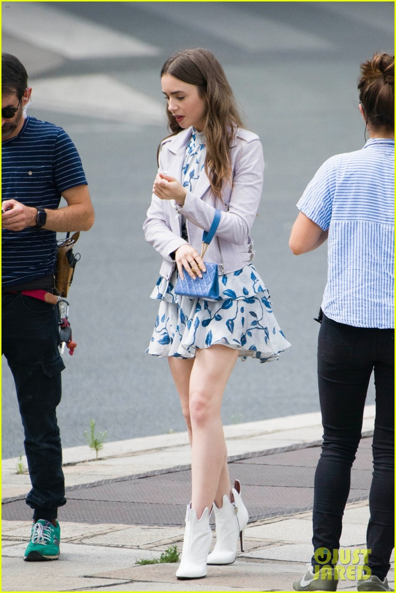 lily collins checked look new scene emily paris 014335946