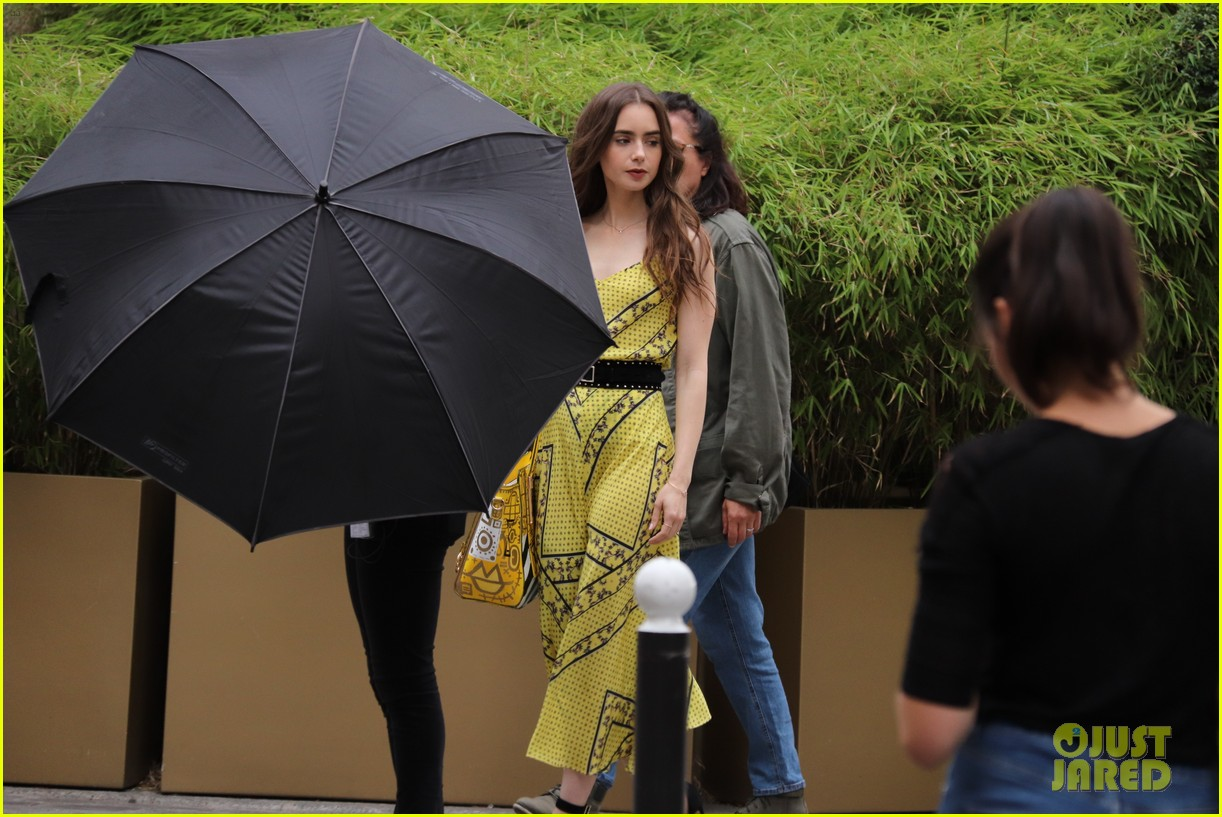 lily collins checked look new scene emily paris 024335947