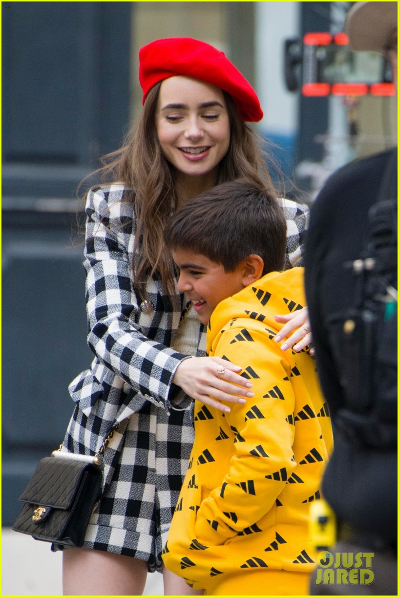 lily collins checked look new scene emily paris 034335948