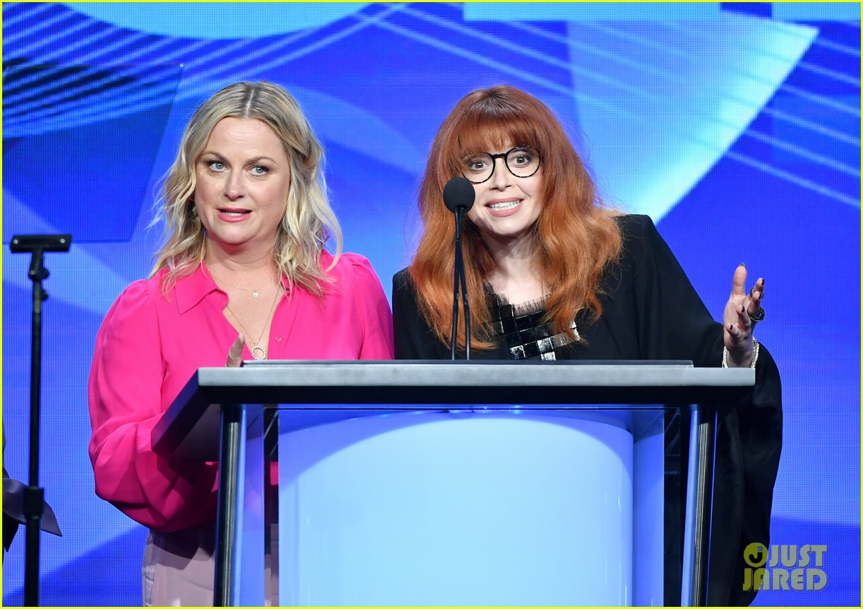 michelle williams amy poehler natasha lyonne tca awards 03