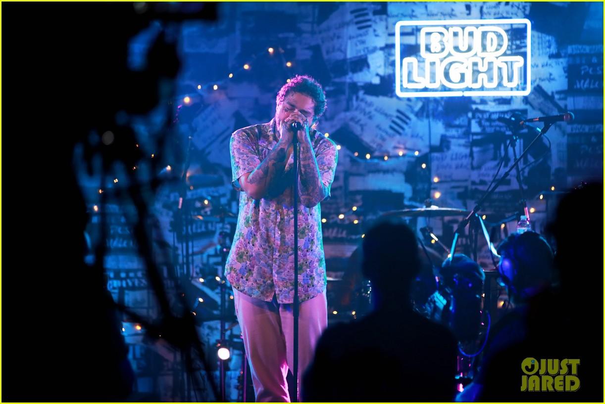 Post Malone Debuts 'Circles' at Bud Light Dive Bar Show
