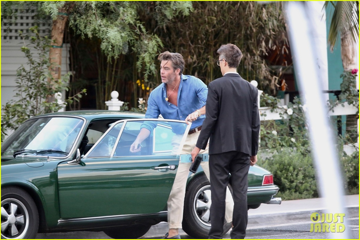 chris pine with vintage car 054331746