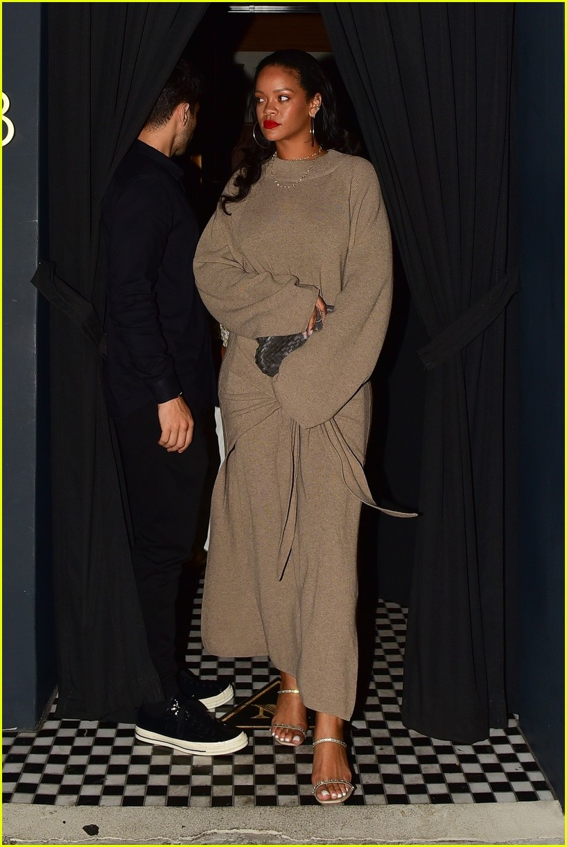 rihanna meets up with her mom for dinner 024335898