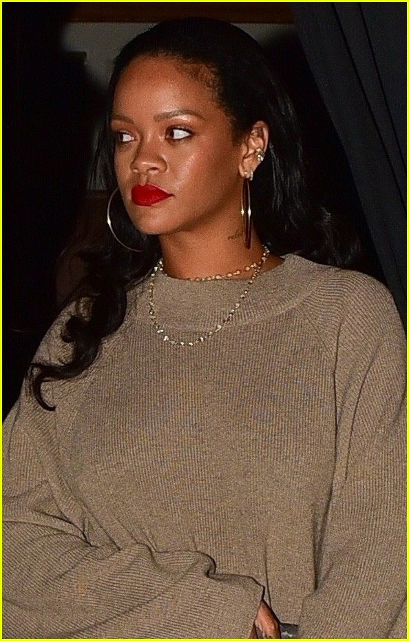 rihanna meets up with her mom for dinner 034335899