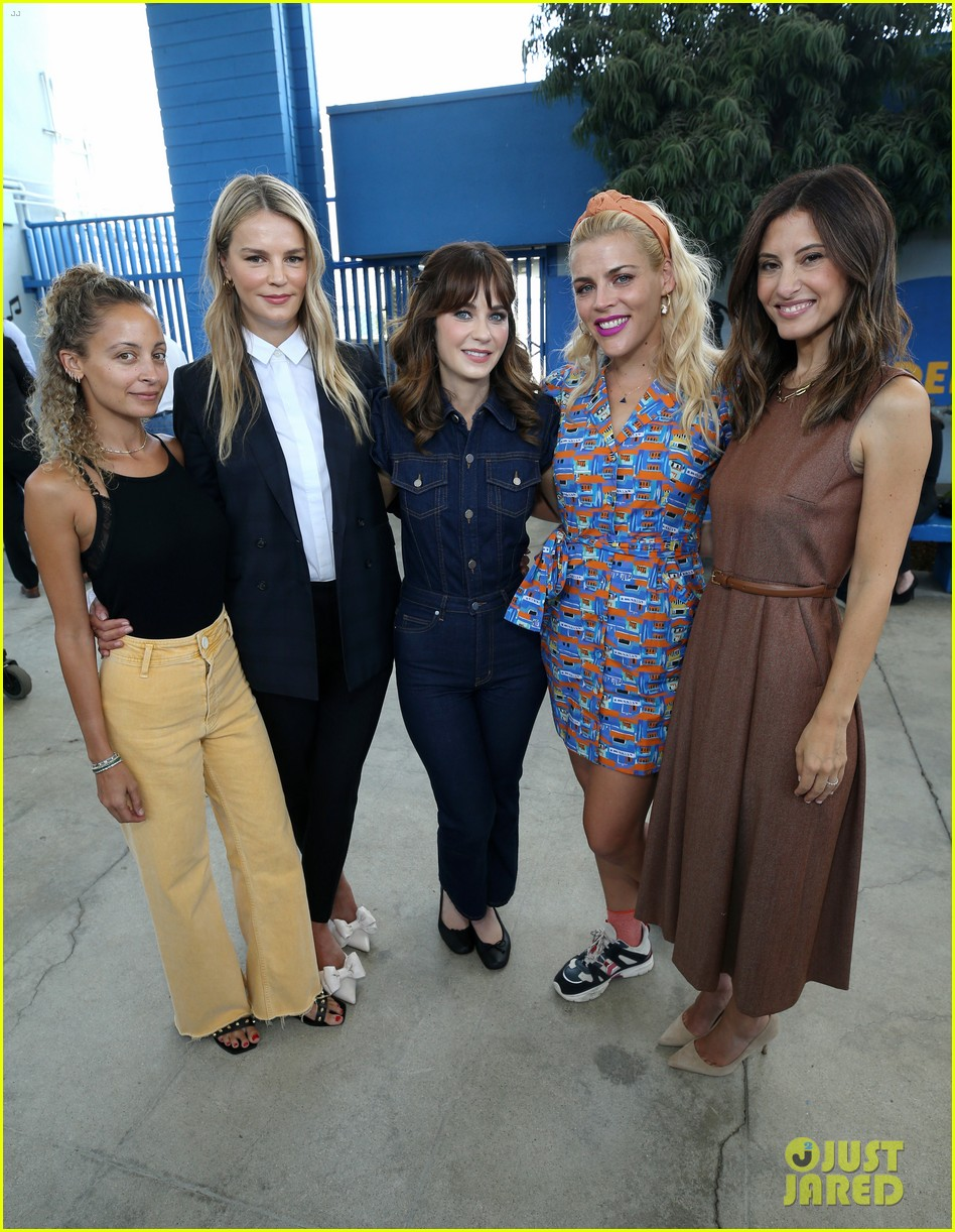 zooey deschanel nicole richie busy philipps help donate one million backpacks socal 044337983