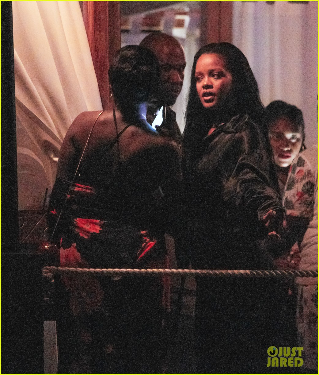 rihanna parties with friends in barbados 034330827