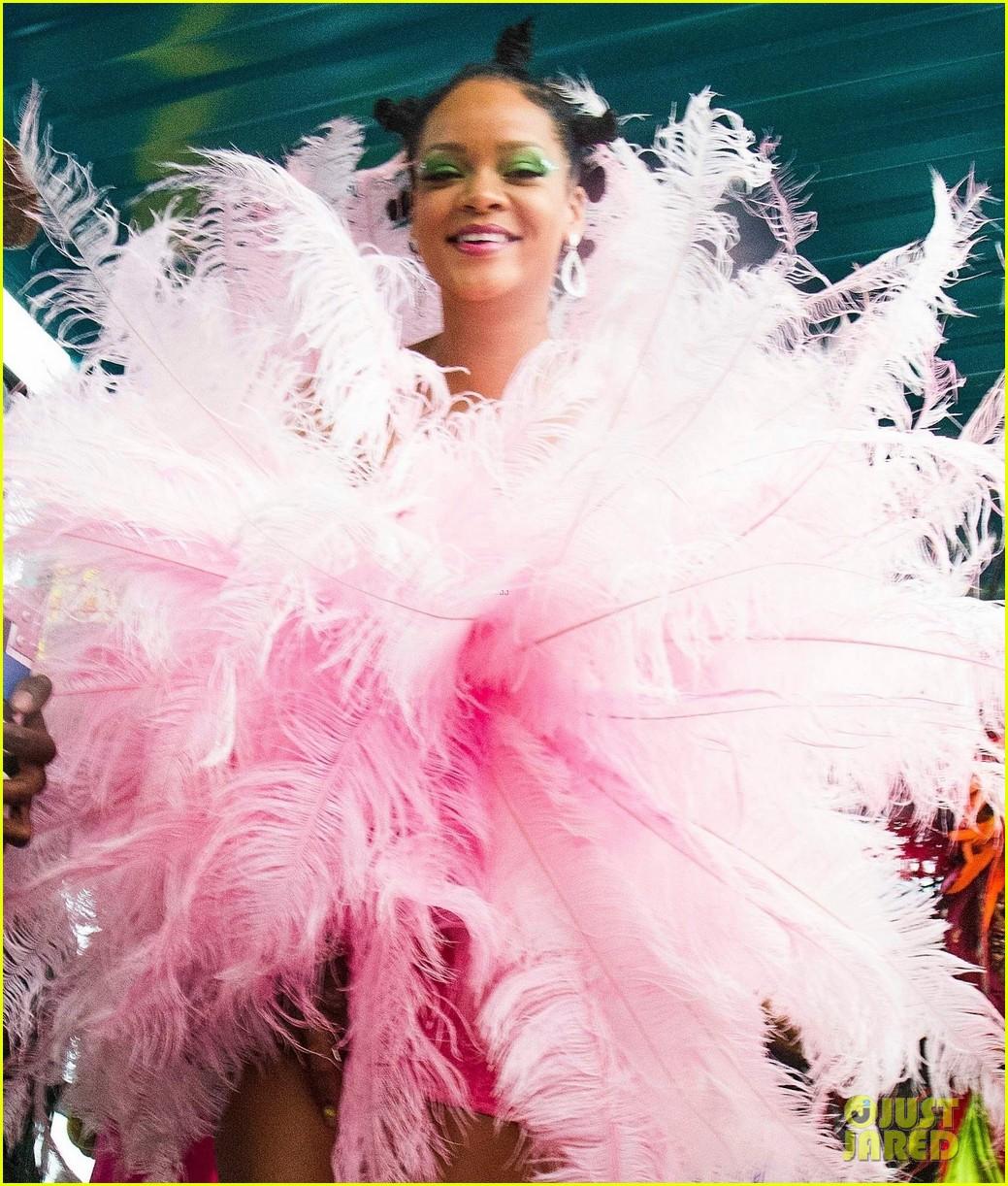 rihanna kadooment day parade 104331204