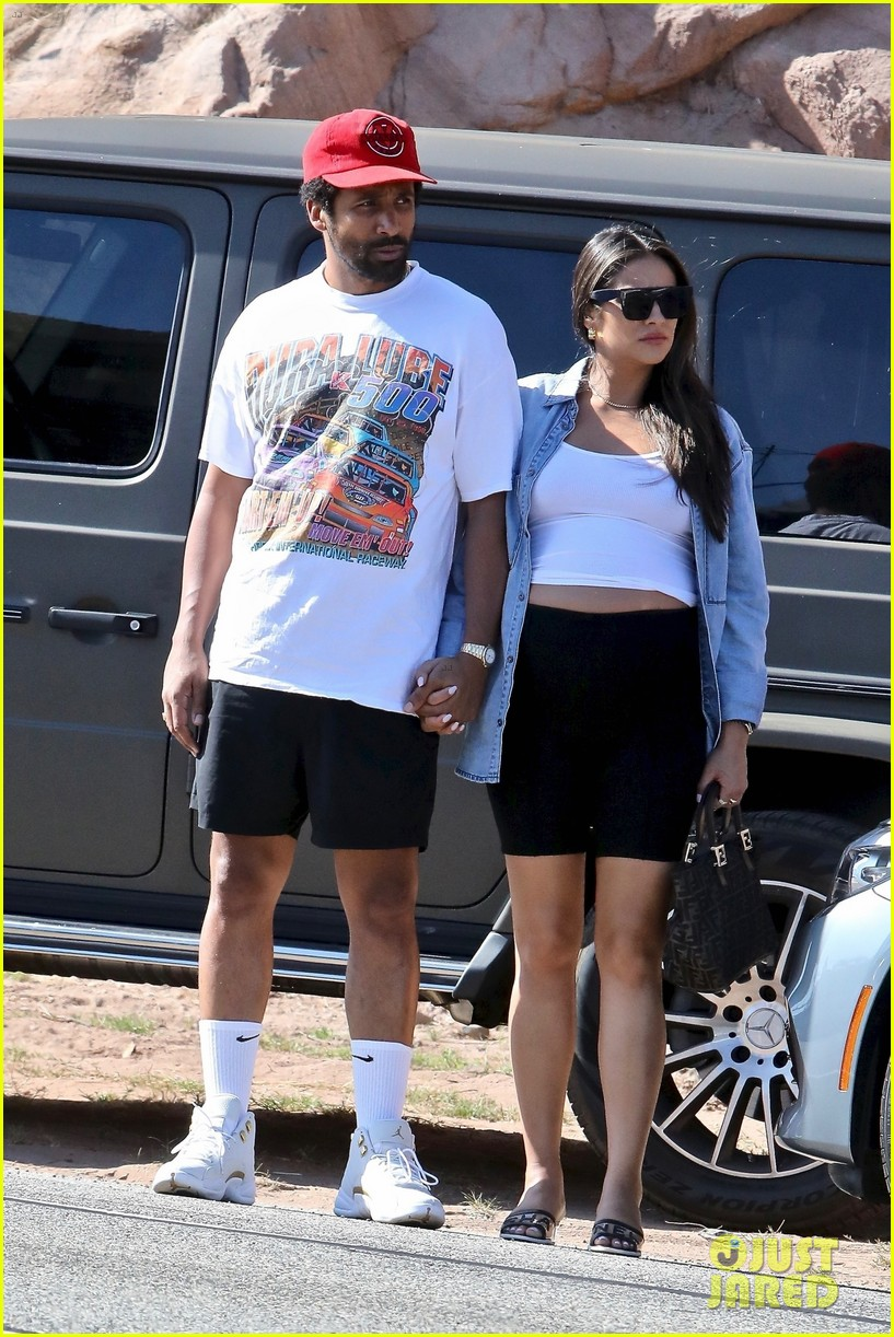 pregnant shay mitchell at bbq with matte babel 014340319