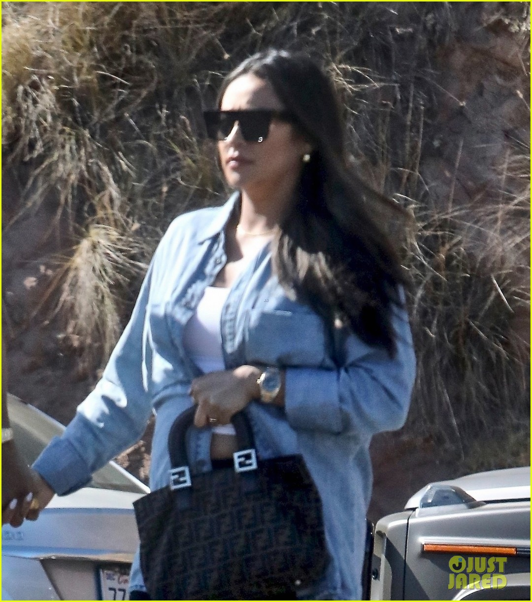 pregnant shay mitchell at bbq with matte babel 044340322