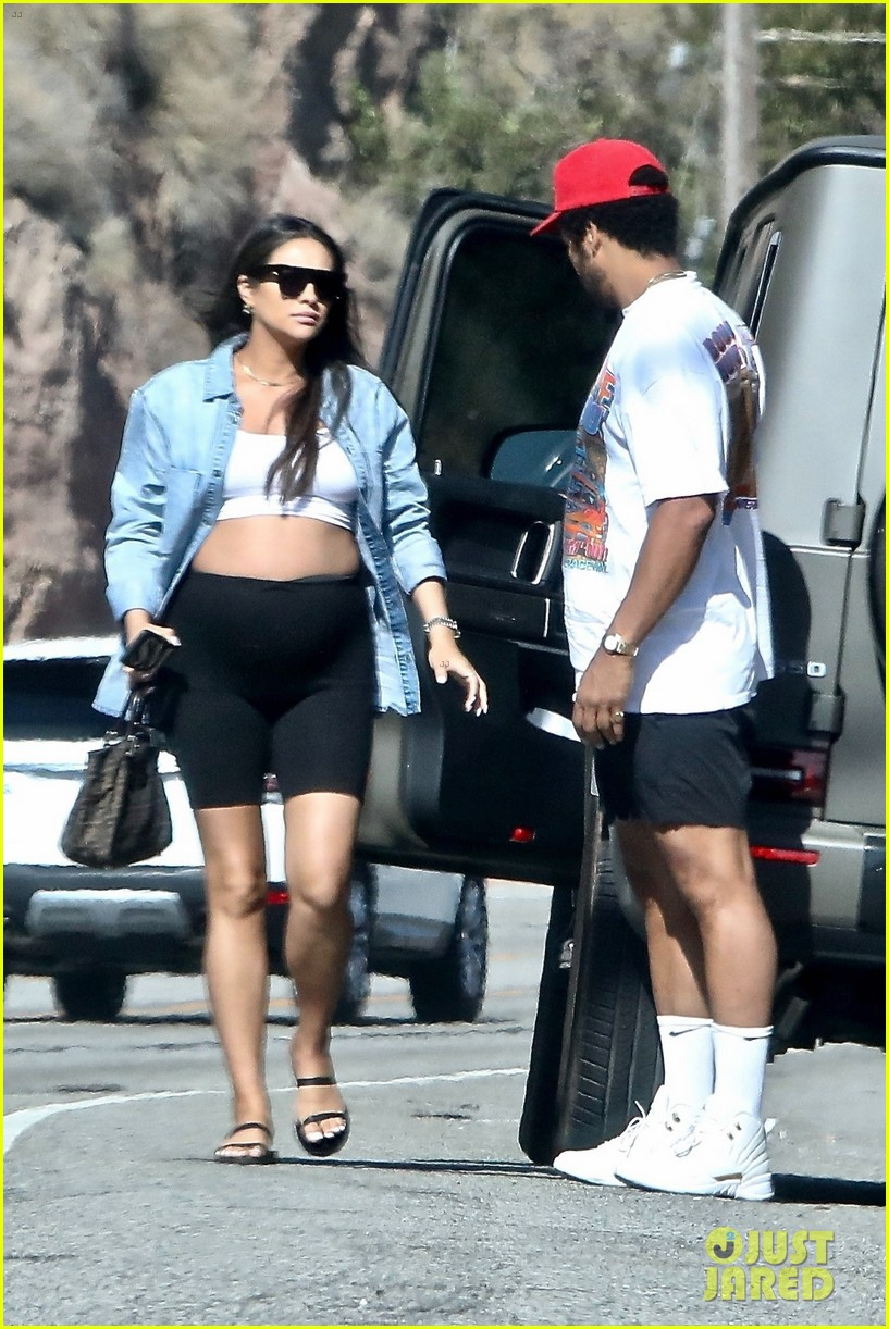 pregnant shay mitchell at bbq with matte babel 054340323