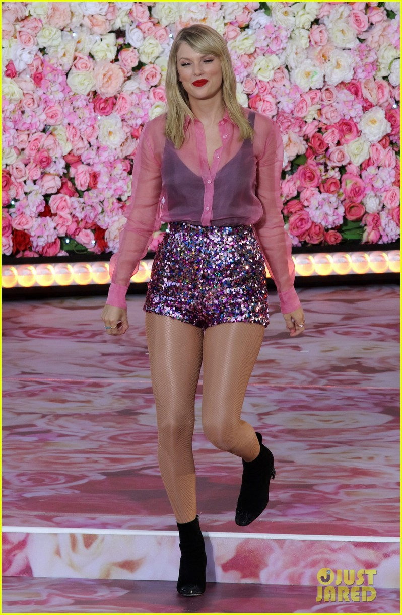 Taylor Swift Performs 3 Of Her Hits On Gma Ahead Of Lover Release Watch Now Photo 4338426 Taylor Swift Pictures Just Jared