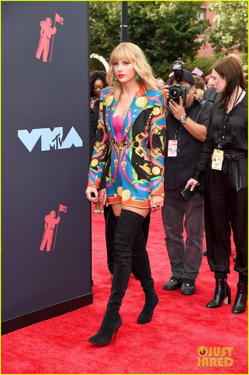 Mtv Vmas 2020 Full Show.Taylor Swift Walks The Vmas 2019 Carpet Before Opening Show