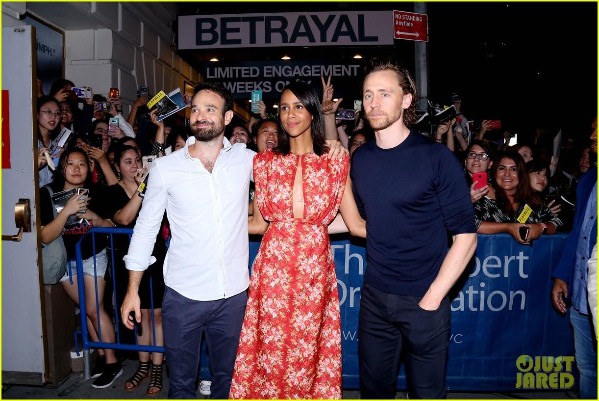 tom hiddleston betrayal cast outside theater 024336219