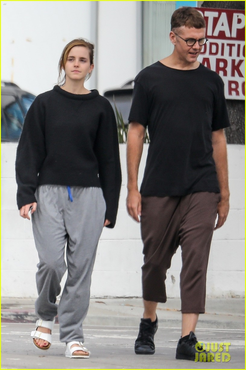 emma watson meets up with a friend for brunch 034337057