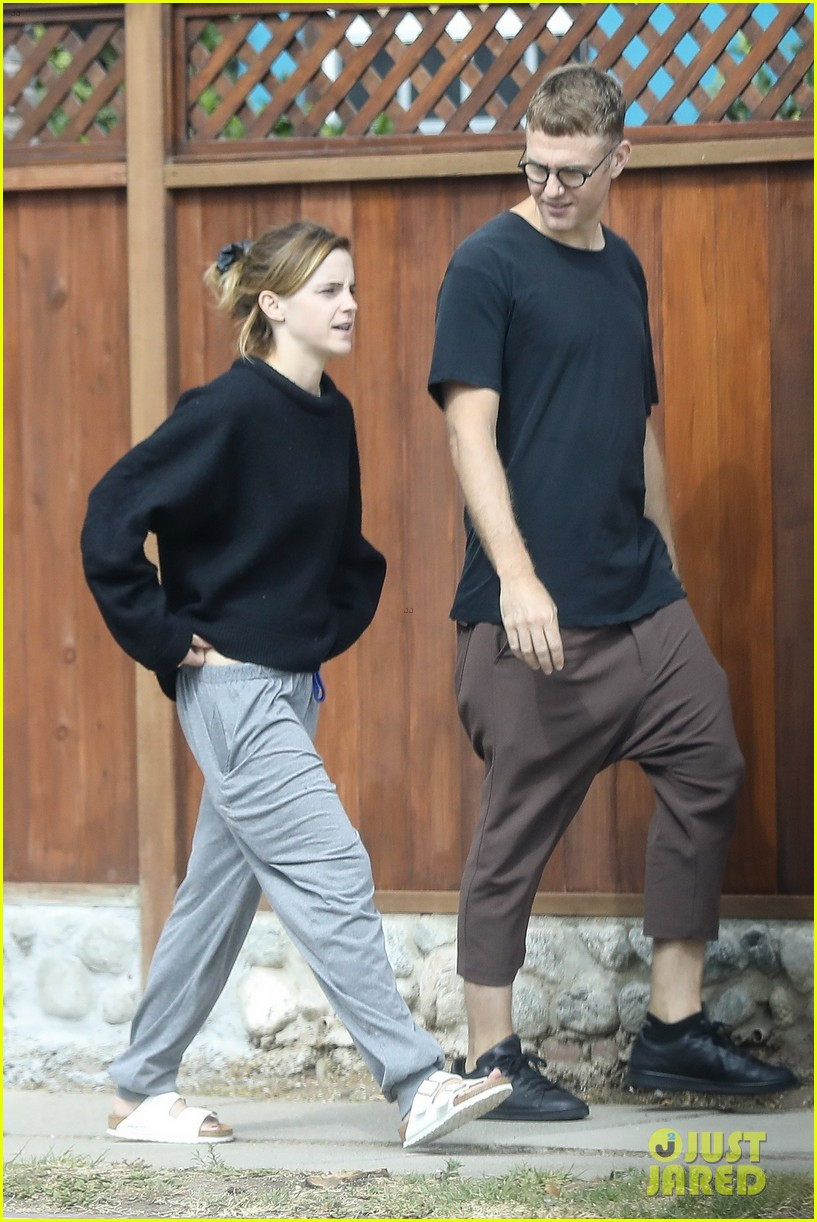 emma watson meets up with a friend for brunch 054337059