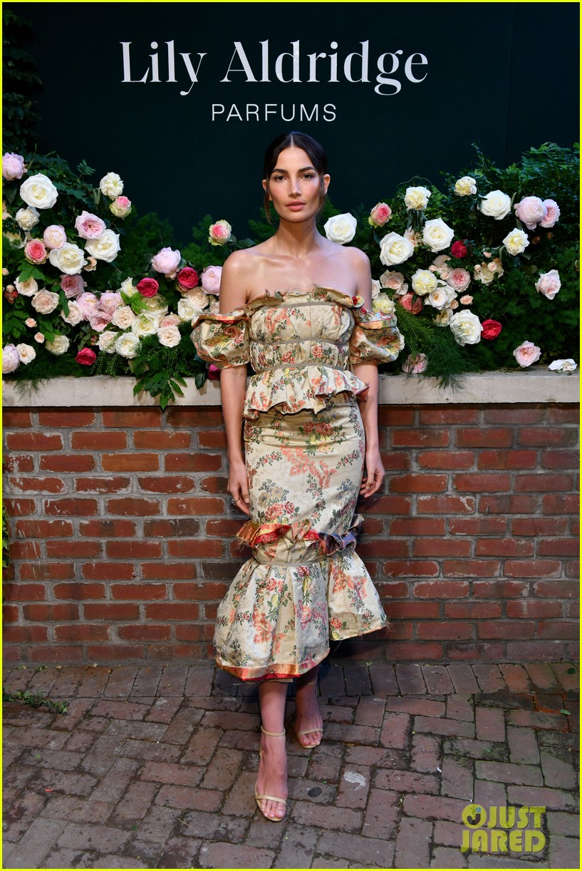 lily aldridge supported model friends perfume nyfw event 054348804