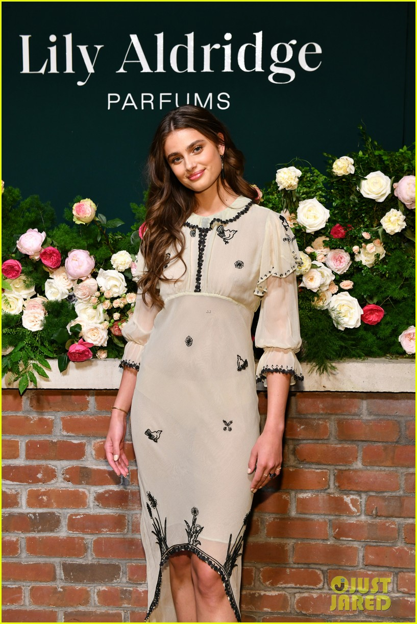 lily aldridge supported model friends perfume nyfw event 094348808