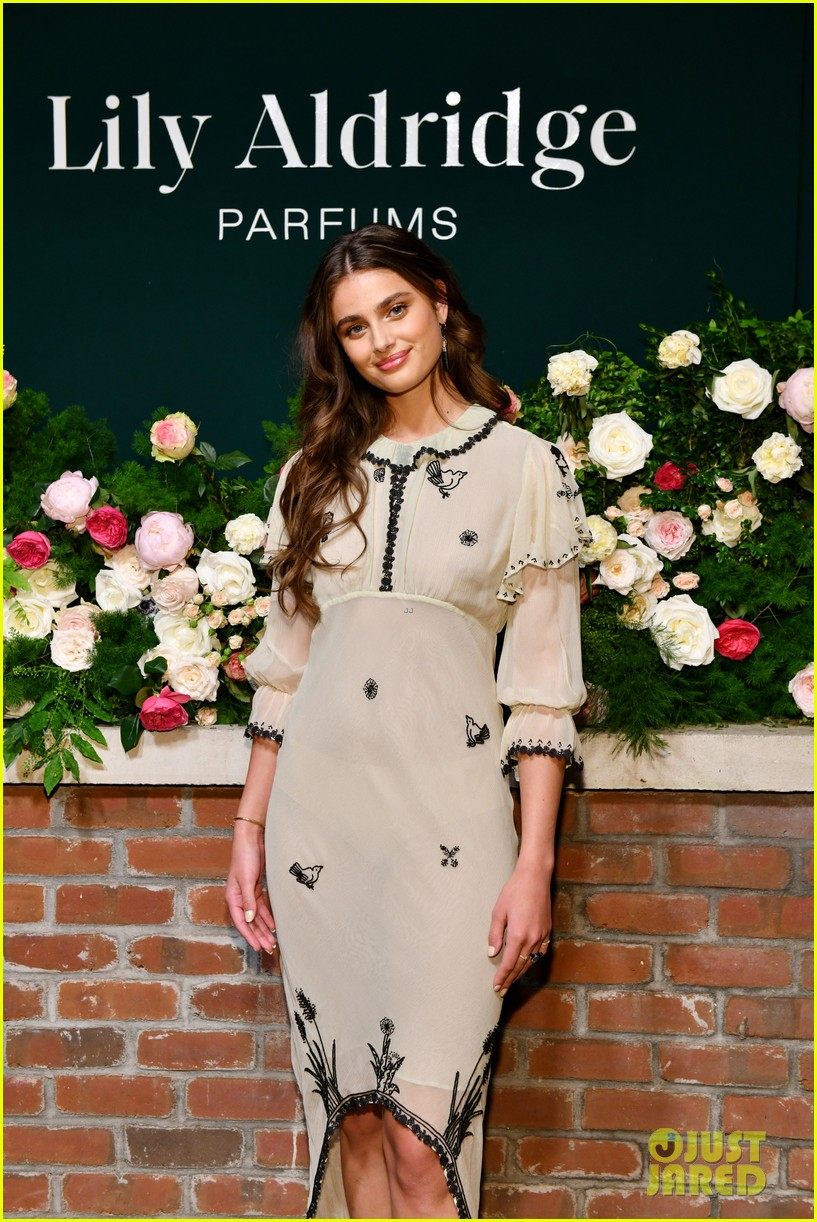 lily aldridge supported model friends perfume nyfw event 234348822