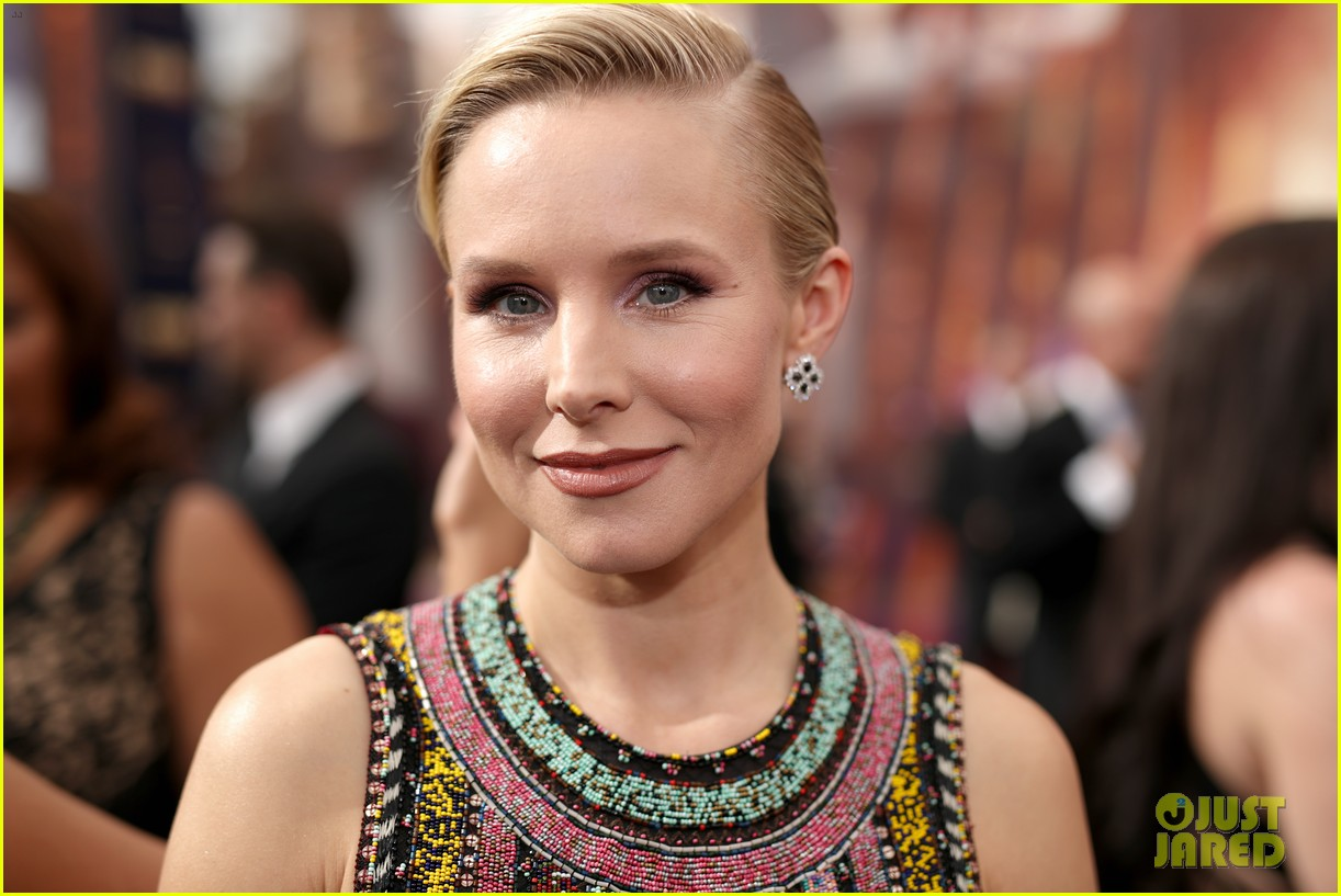kristen bell keeps it colorful at emmys 2019 154358102