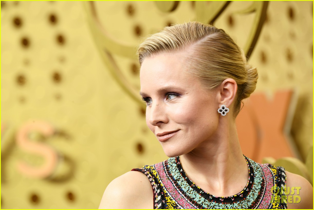 kristen bell keeps it colorful at emmys 2019 194358106