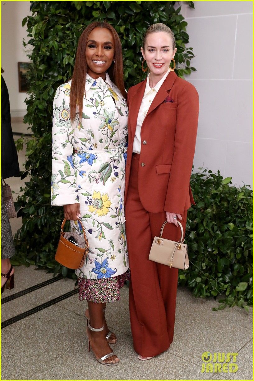 emily blunt others tory burch nyfw show 094348326
