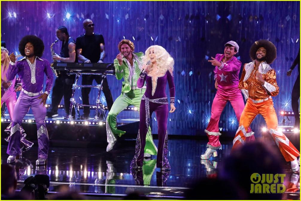 cher performs waterloo americas got talent finale 054355085