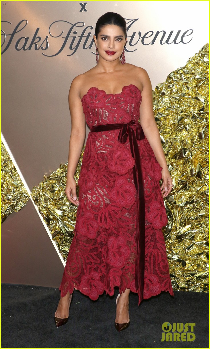 priyanka chopra saks vanity fair best dressed 014345880