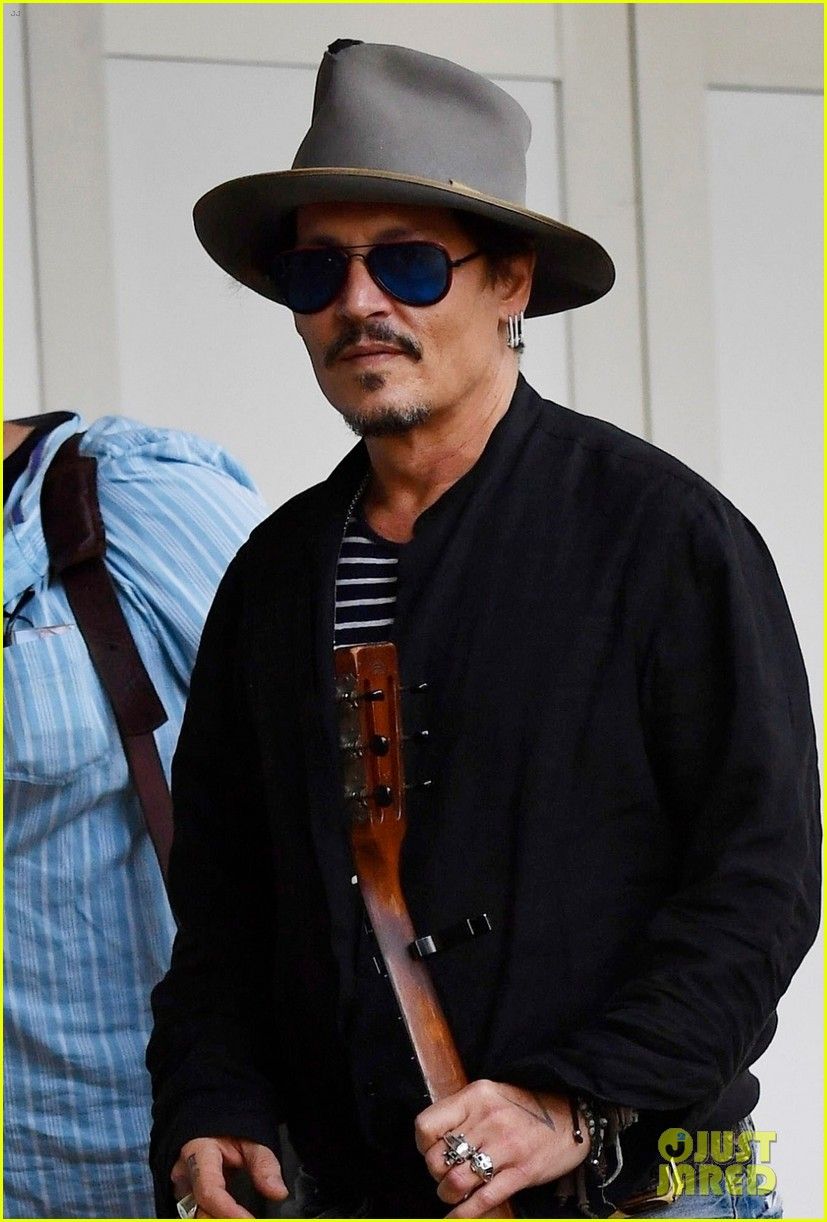 johnny depp all smiles takes water taxi venice airport 024347412
