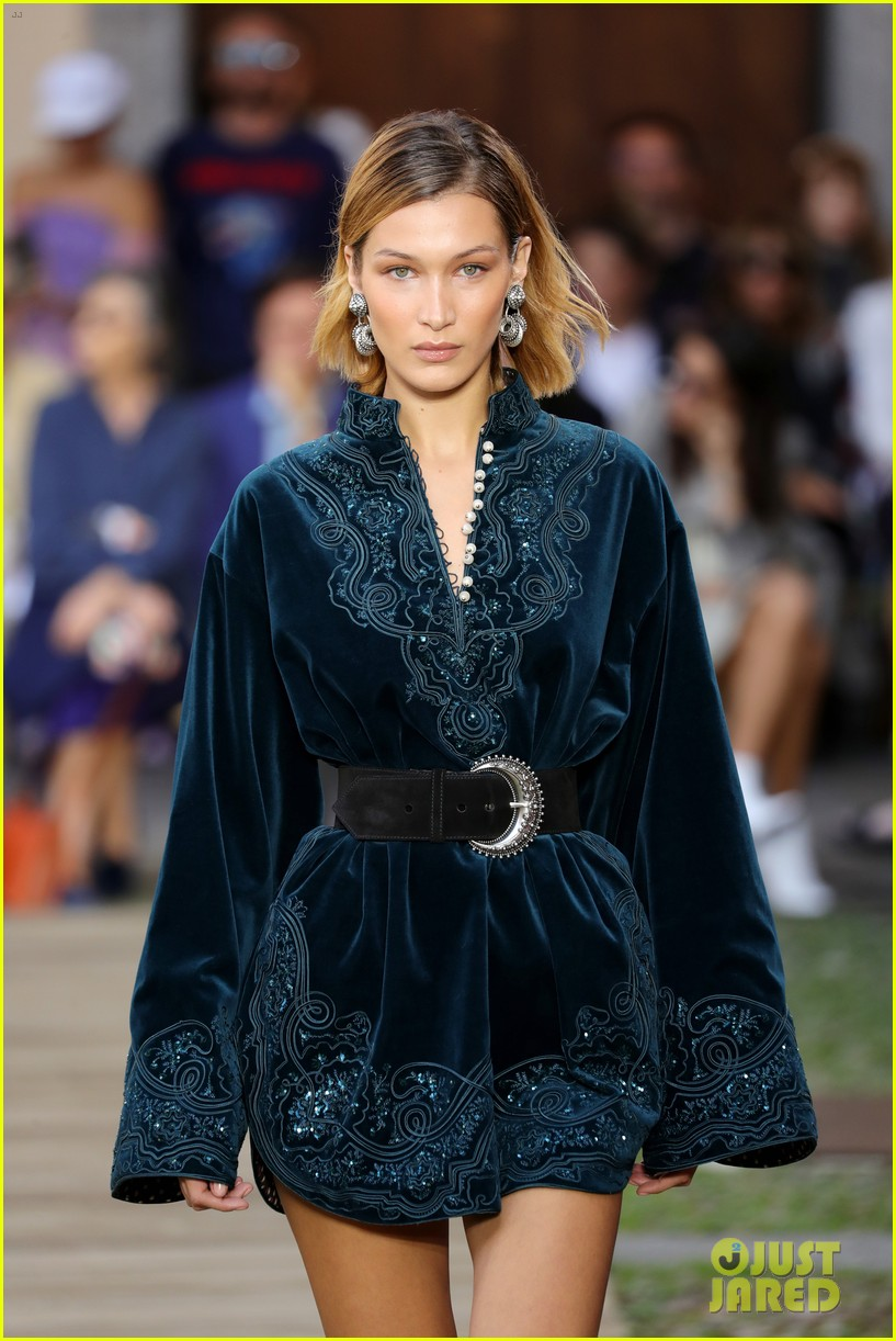 Bella Hadid Dons Velvet Mini Dress At Etro S Milan Fashion Week Show Photo 4356063 Bella Hadid Doutzen Kroes Pictures Just Jared