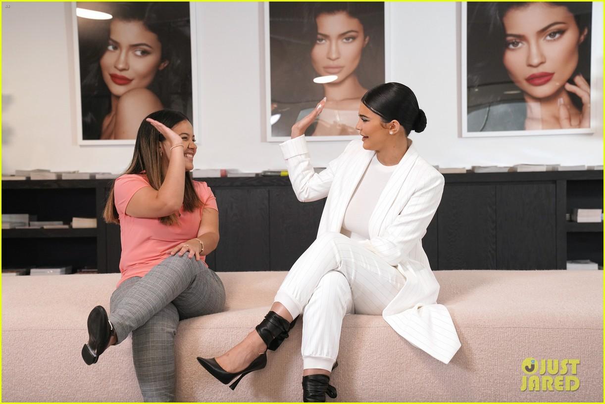 kylie jenner brings daughter stormi to her ellen interview 054351470