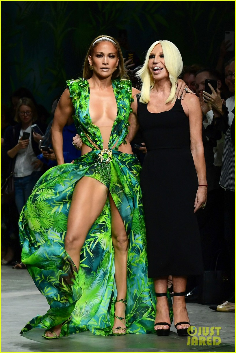 jennifer lopez versace september 2019 044356151