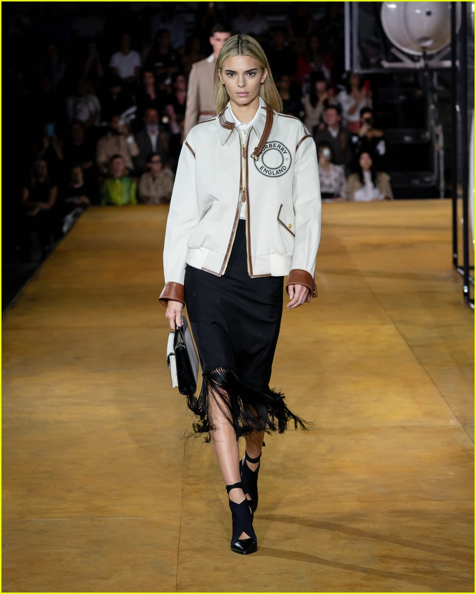 kendall jenner burberry fashion show 014353709