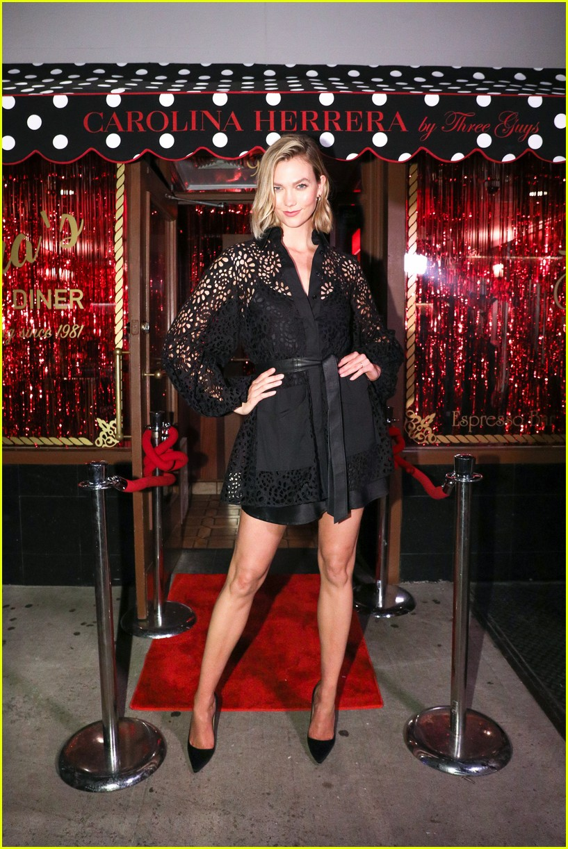 karlie kloss helps open carolina herrera store 044350304