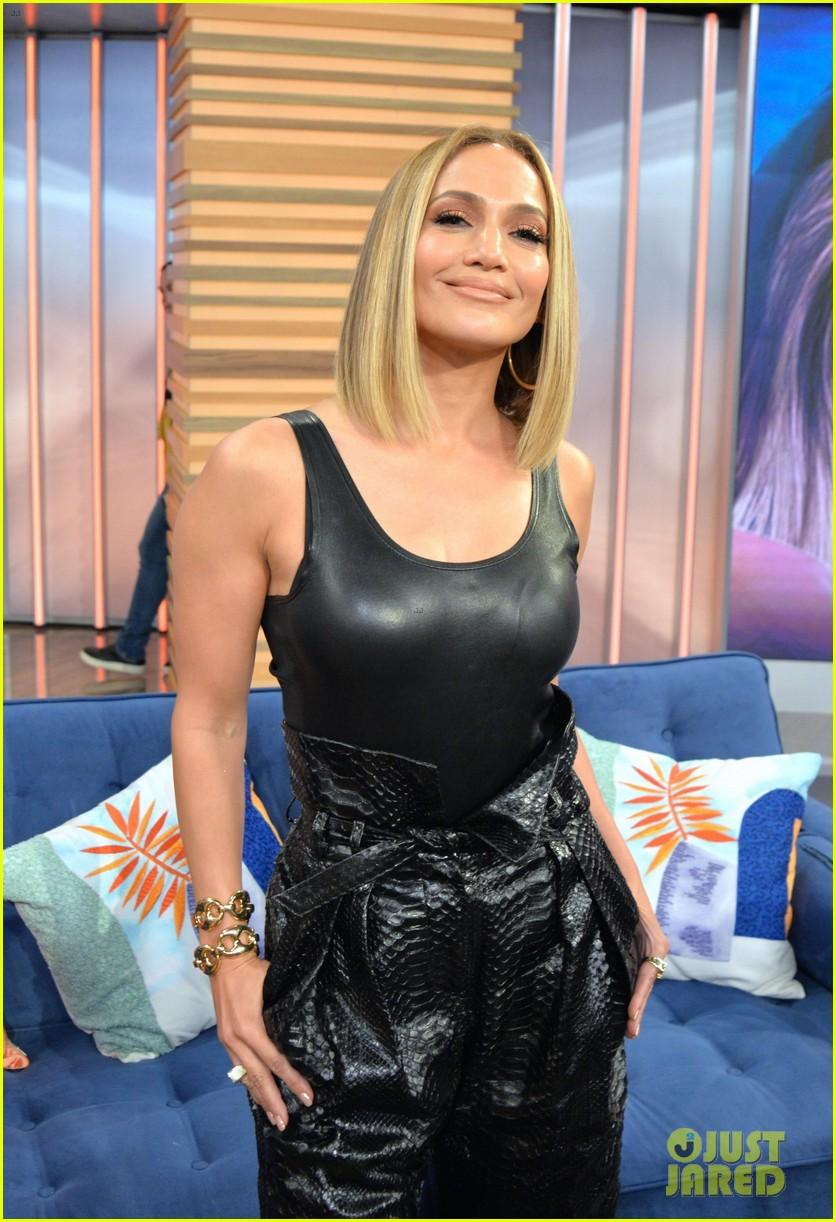 Jennifer Lopez Shows Off Black Amp White Looks For Hustlers