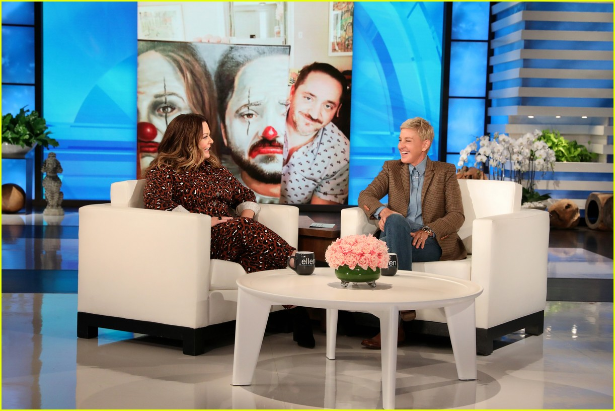 melissa mccarthy has ellen in her ear for dry cleaner prank 054349591