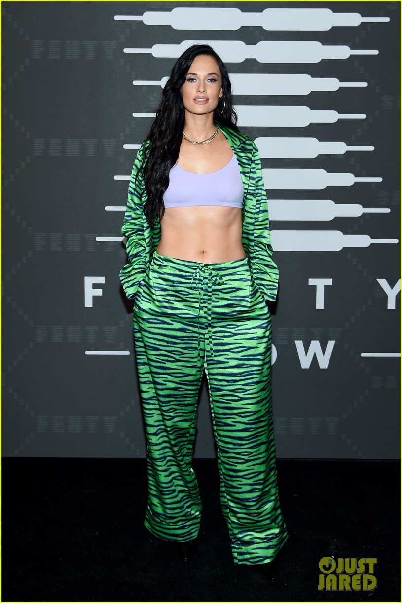kacey musgraves bares ripped abs at rihanna savage fenty nyfw show 034350625