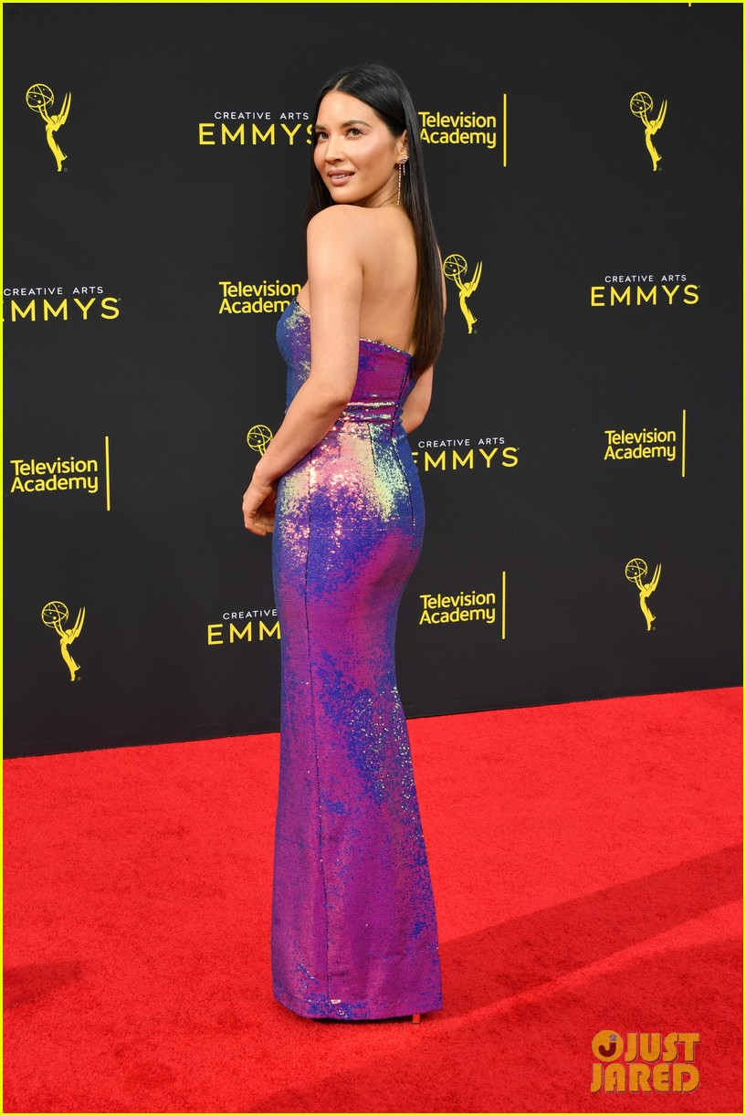 olivia munn dons iridescent dress to creative arts emmys 2019 104353260