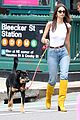 emily ratajkowski is showing off her cool sense of style 03