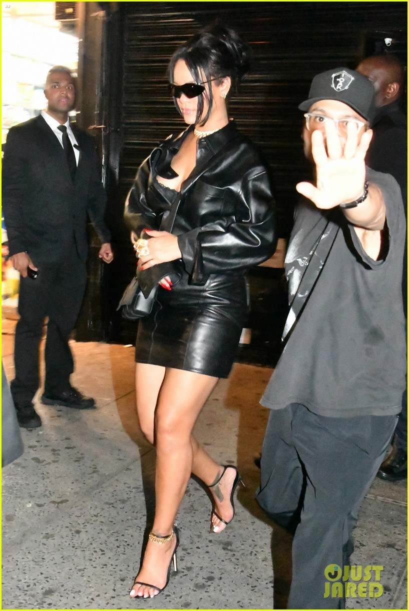 rihanna leather outfit night out 014352633