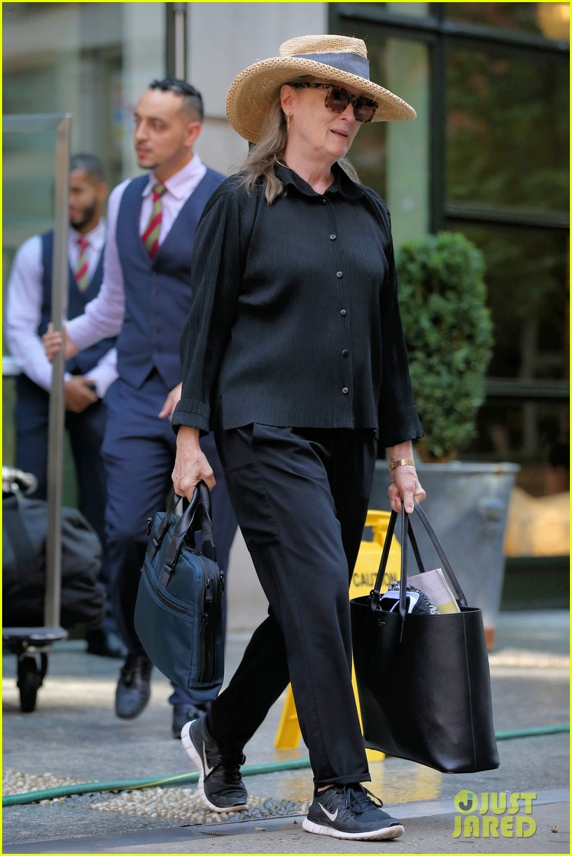 meryl streep arrives in nyc after attending venice film festival 014344792