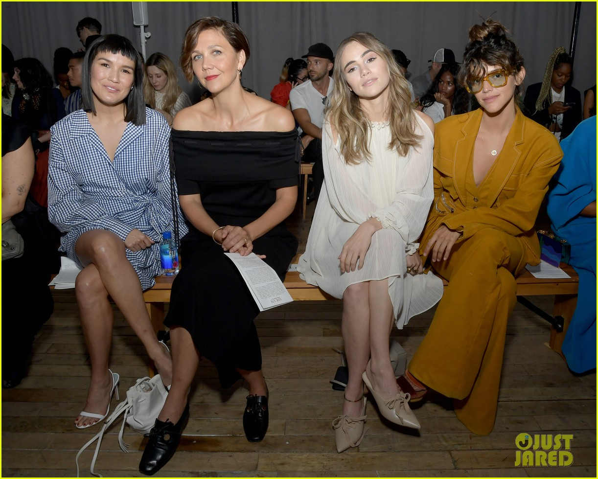 maggie gyllenhaal zoe chao suki waterhouse adeam fashion show 034347640