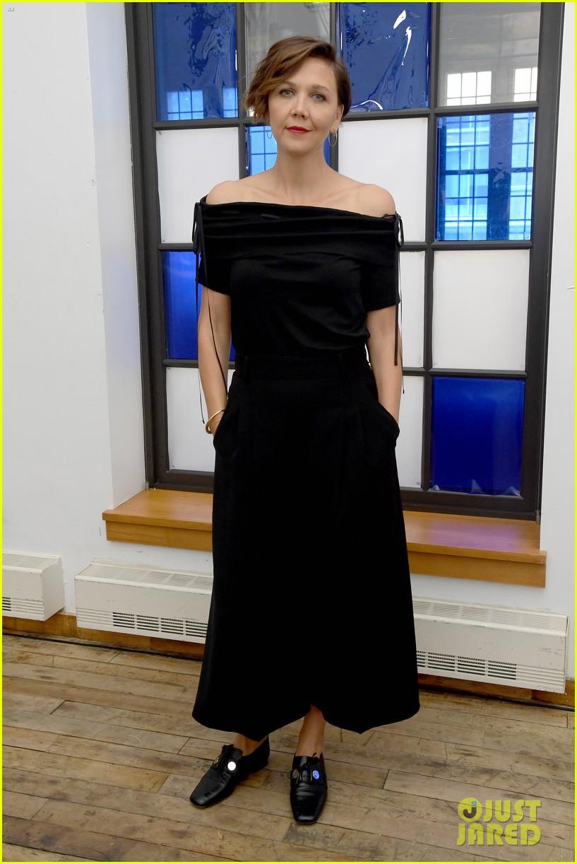 maggie gyllenhaal zoe chao suki waterhouse adeam fashion show 114347648