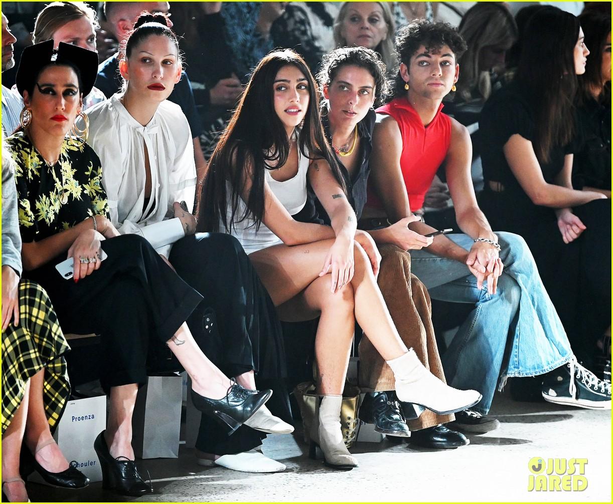 suki waterhouse emily ratajkowski sit front row proenza fashion show 074350776