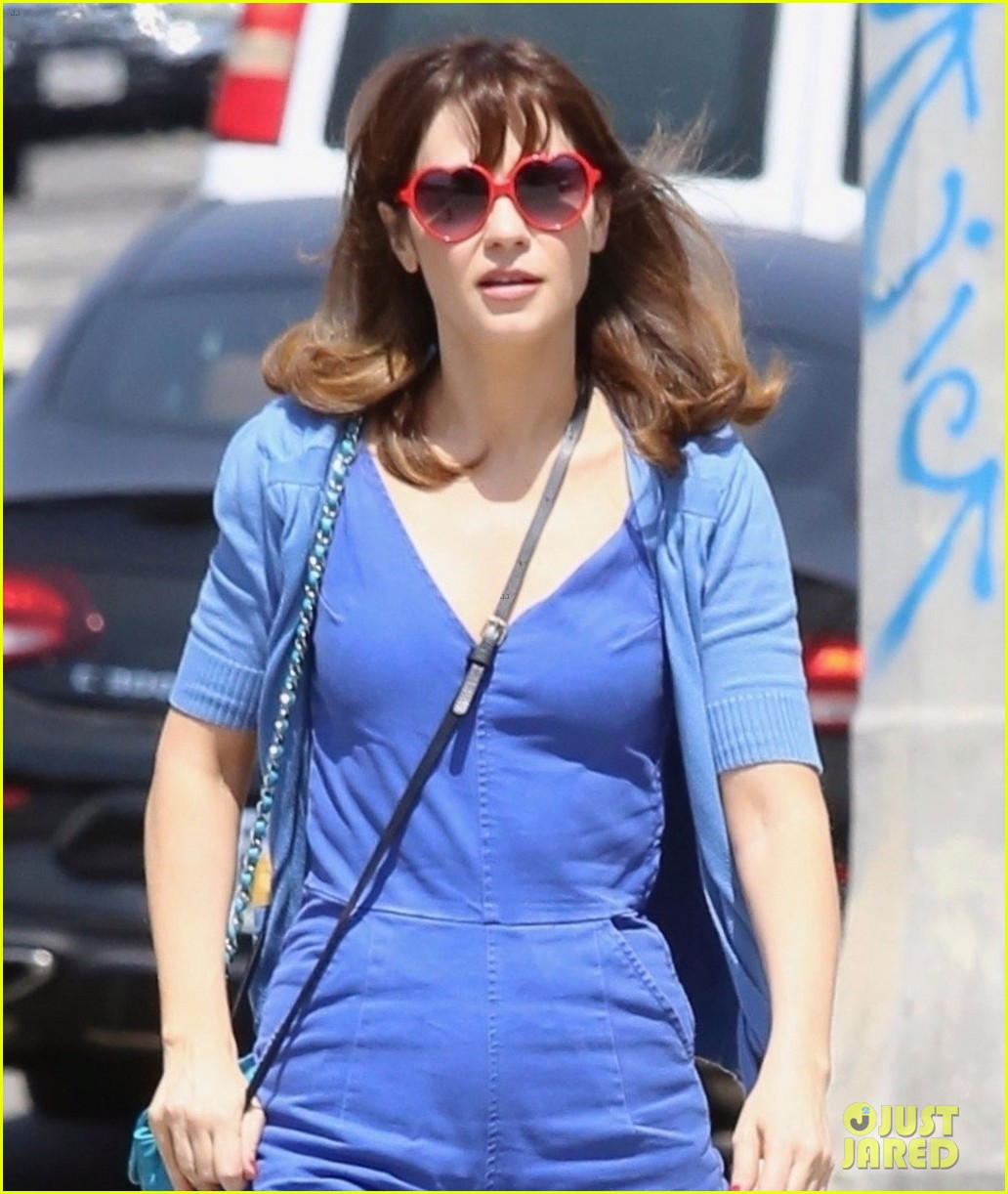 Zooey Deschanel Is Dating 'Property Brothers' Star ...