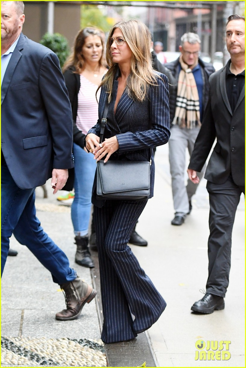jennifer aniston wears chic suit for day out in nyc 014377458