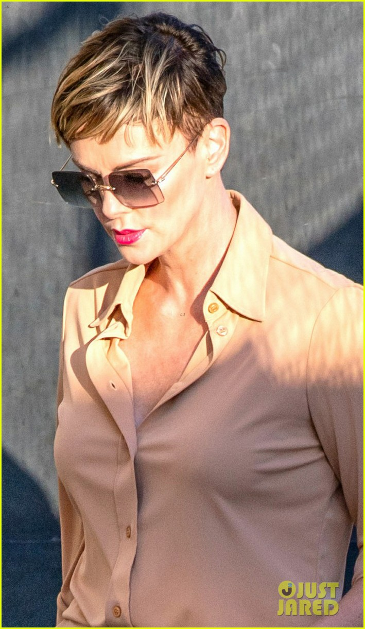 Charlize Theron Addresses Her Recent Hand Injury & the ...