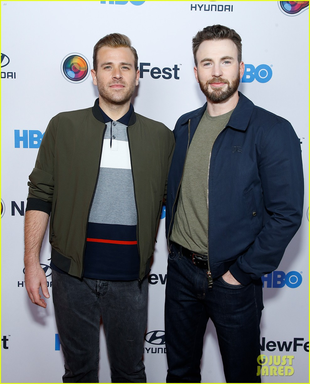 chris evans supports brother scott evans sell by premiere 044375872